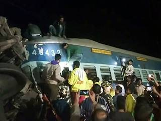 32 killed, many injured as Indian train derails