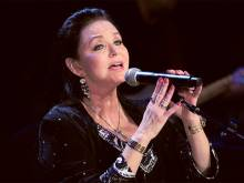 Crystal Gayle inducted in Grand Ole Opry