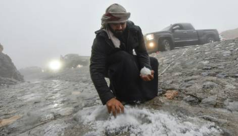 Pictures: Snow on Jebel Jais