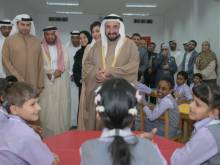 Sultan distributes tablets to children