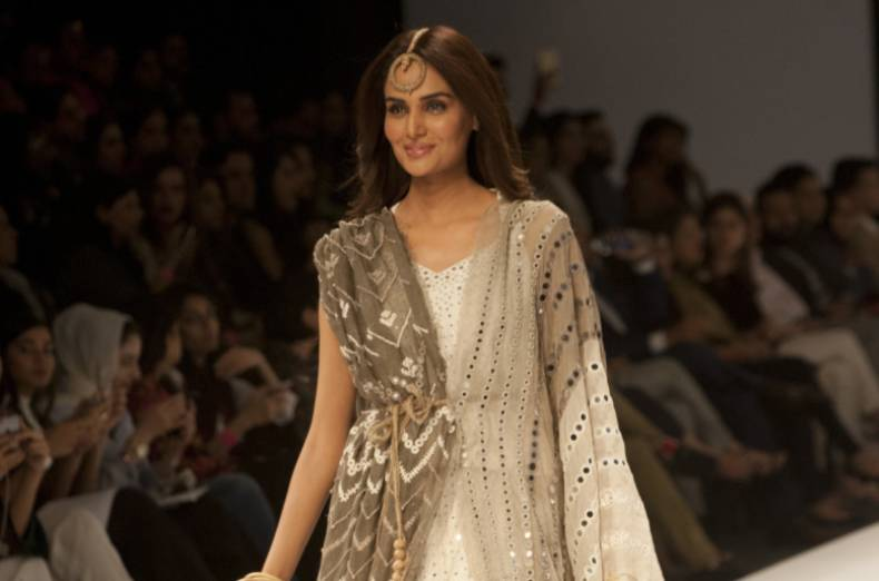 copy-of-pakistan-fashion-week-34265-jpg-54a67