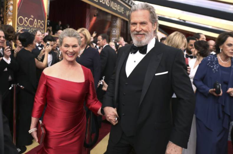 copy-of-89th-academy-awards-red-carpet-23704-jpg-aa6b6