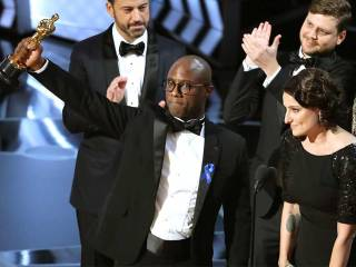 Moonlight wins Best Picture after gaffe