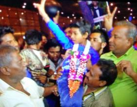 'Lion' star Sunny Pawar gets warm welcome home