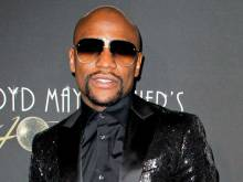 Floyd Mayweather Jnr: McGregor fight can happen