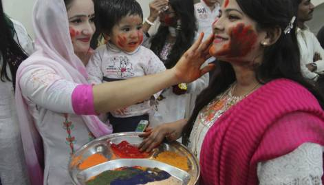 Pakistani Hindus celebrate Holi with fervour