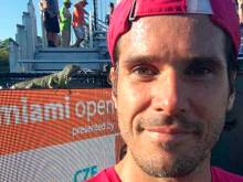 Tennis star Haas stops for iguana selfie
