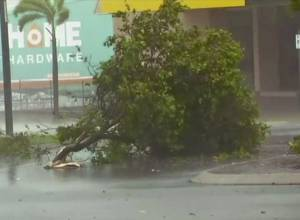 Cyclone Debbie makes landfall in Australia