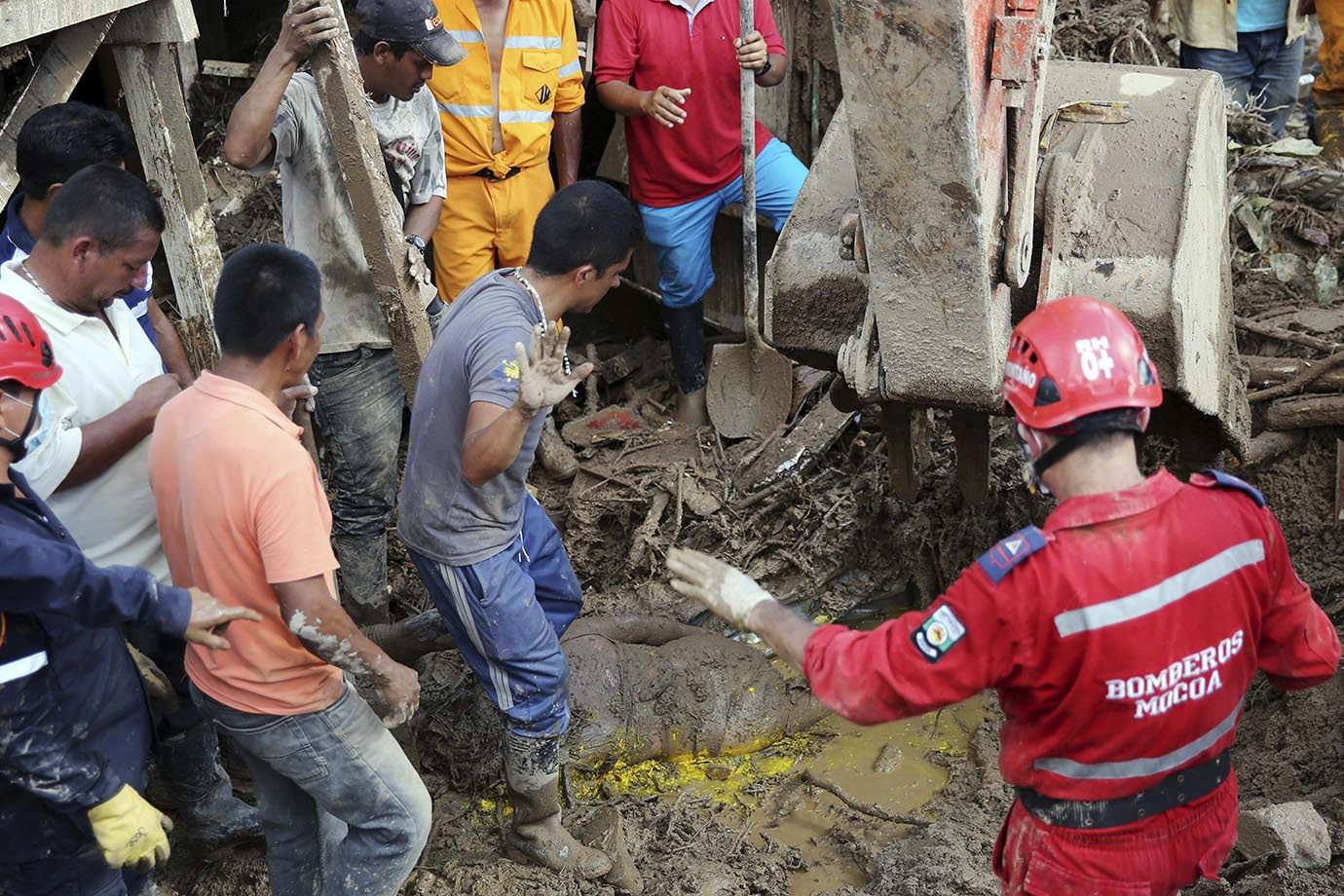 Colombia mudslides: Death toll soars to 250, rescue ops continue