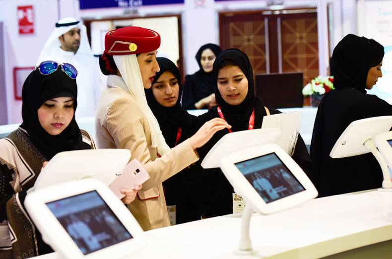 emirati-women-registering-themselves-at-the-emirates-dnata-exhibit