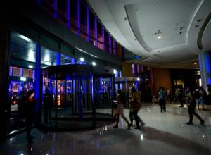 In Pictures: Power failure in Dubai Mall