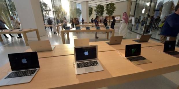 New Apple store opens up to Dubai Fountain