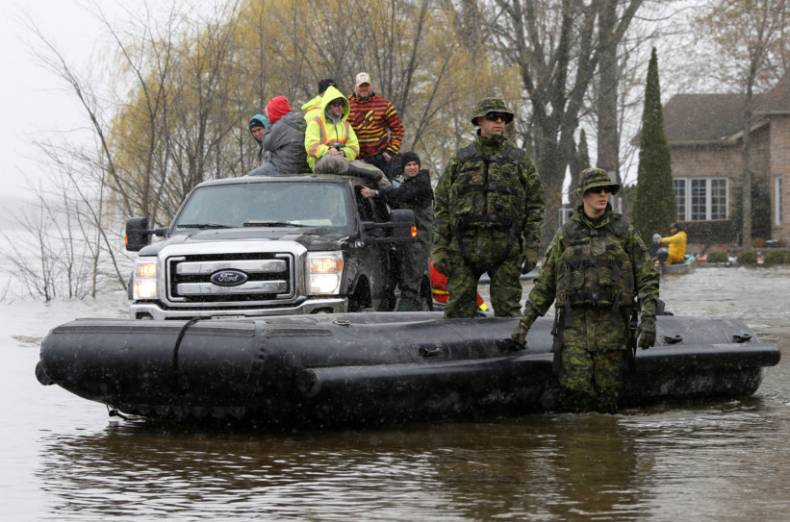 copy-of-2017-05-08t204827z-1208334584-rc12a0f901d0-rtrmadp-3-canada-quebec-floods