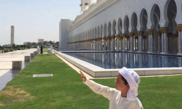 Mohammad's son tours Shaikh Zayed Mosque