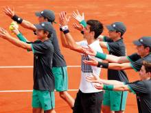 Djokovic begins defence and life with Agassi
