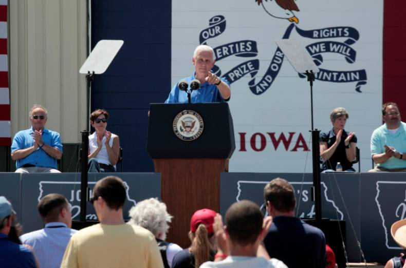 copy-of-2017-06-03t205322z-188324093-rc1fff3ef8e0-rtrmadp-3-iowa-politics-roast