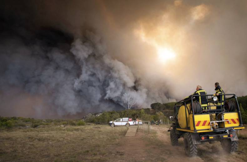 copy-of-aptopix-south-africa-fires-23413-jpg-6c0e6