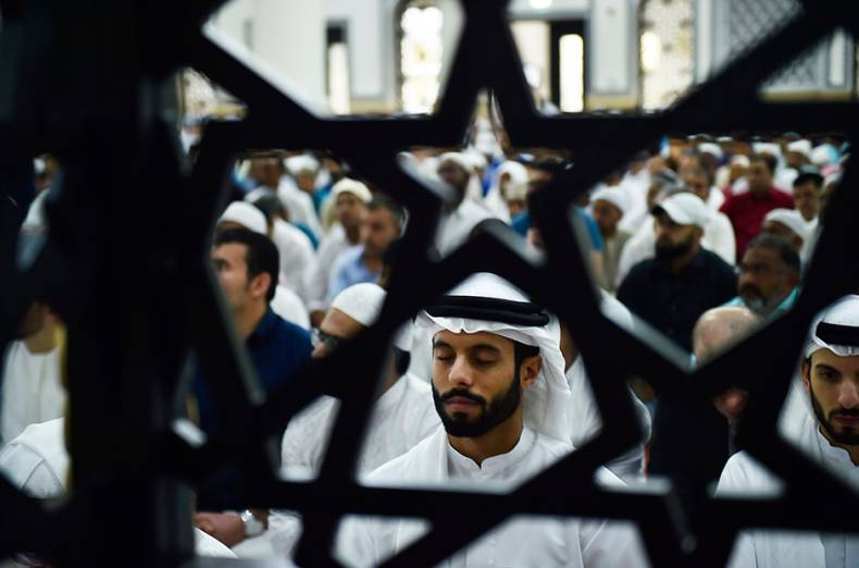 muslims-gather-at-blue-mosque-in-dubai-for-eid