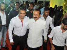 Shah Rukh and Salman Khan attend iftar party