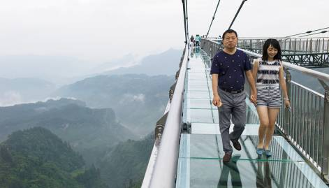 Glass-bottomed skywalk thrills in China