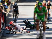 Cavendish out of Tour with broken shoulder