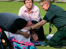 Help me! Tennis star collapses on court