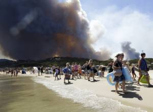 Wildfires prompt French Riviera evacuations
