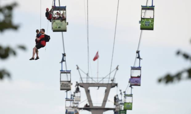 Skyway mishap strands up to 100 cable car riders
