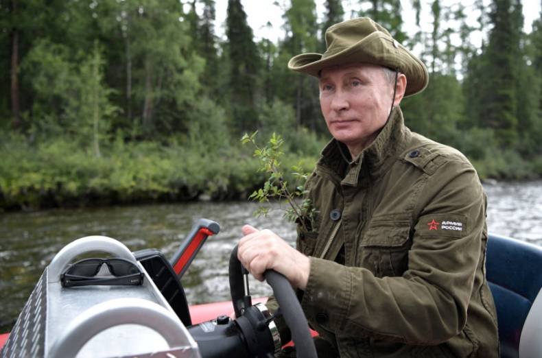 copy-of-2017-08-05t151418z-772860808-rc1936ae22e0-rtrmadp-3-russia-putin-fishing