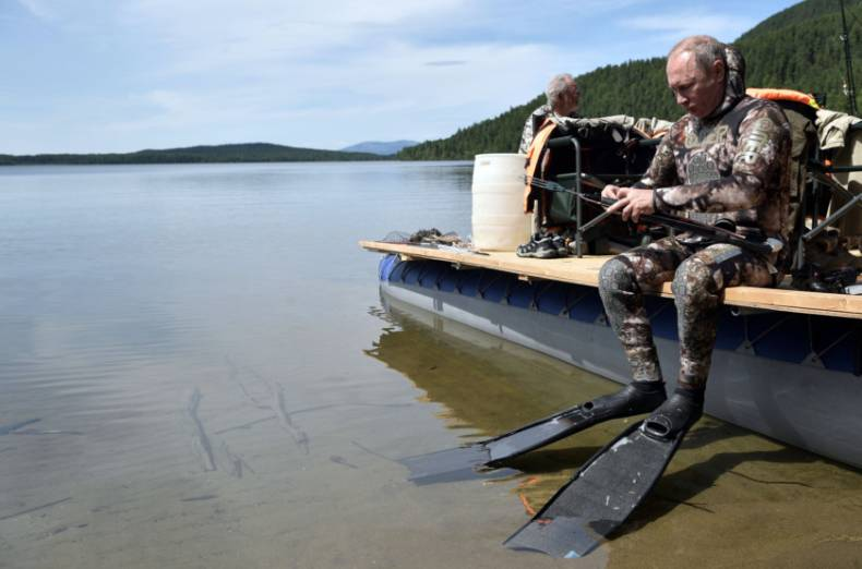 copy-of-2017-08-05t154807z-1610896091-rc145e386c60-rtrmadp-3-russia-putin-fishing