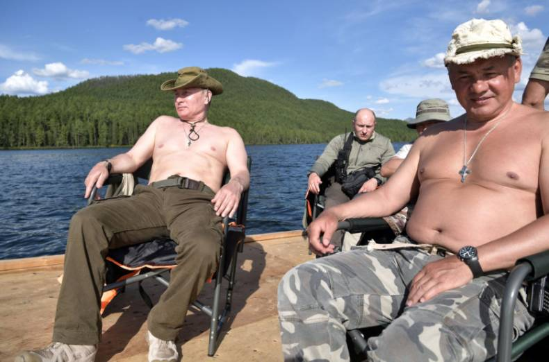 copy-of-2017-08-05t155118z-687315915-rc1b2e127fd0-rtrmadp-3-russia-putin-fishing