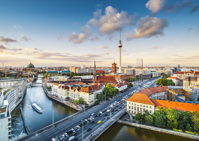 PW_170809_global investment_berlin_shutterstock