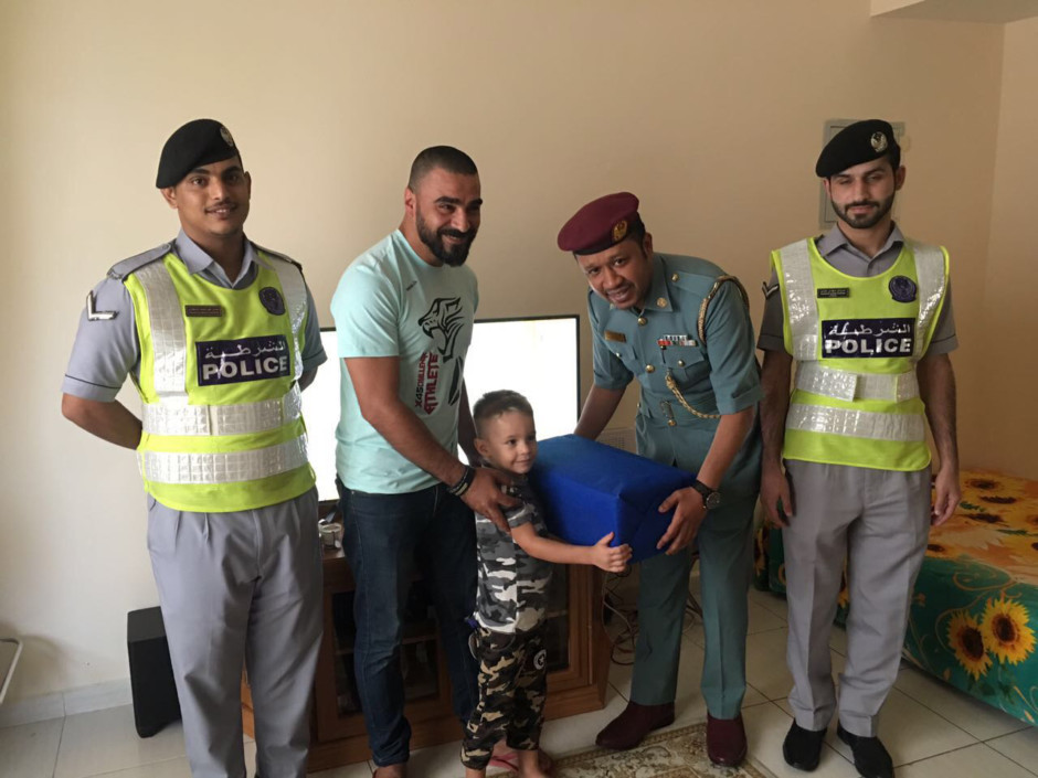 NAT_170812 Ajman police found lost child _ALI