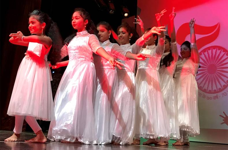 children-perform-on-the-occasion-of-india-s-independence-day-at-the-consulate-in-dubai