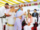 Naidu gets rousing reception in Hyderabad