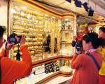Dubai gold prices fall further