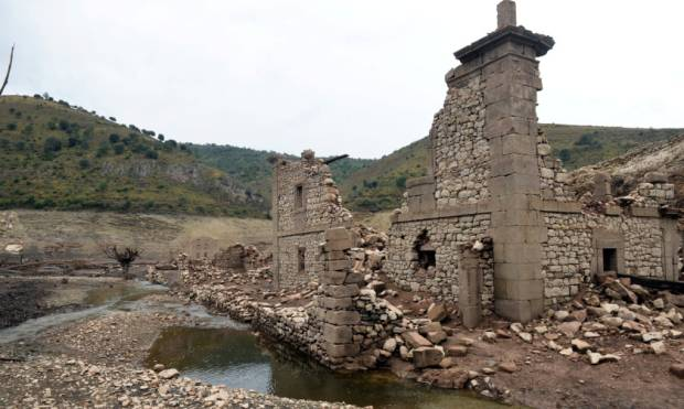 Drought reveals ruins of Spanish town
