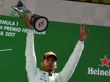 Hamilton overtakes Vettel at the top