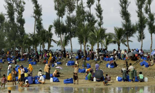 Pictures: Mass Rohingya exodus continues