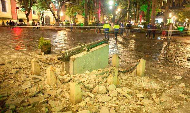 Mexico quake: People run out to the streets