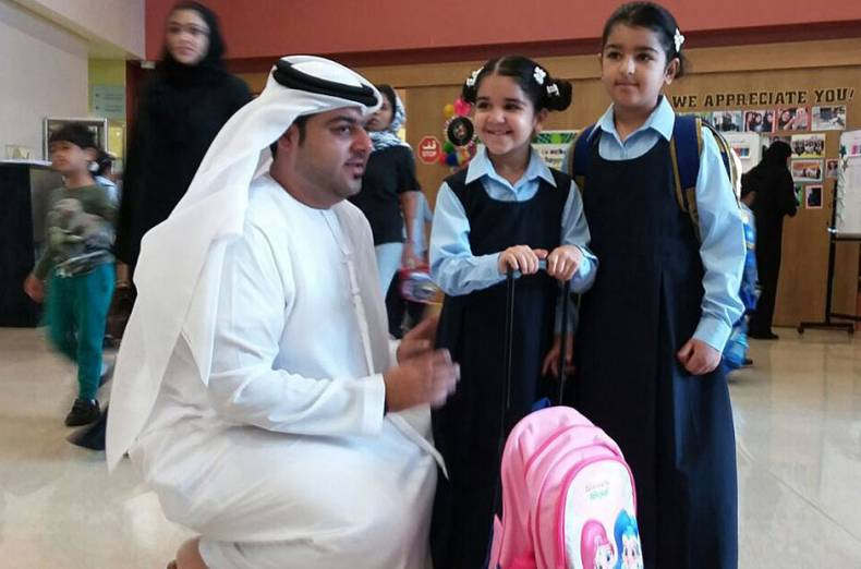 emirati-parent-khalifa-ibrahim-with-his-daughters-shahad-and-shamma