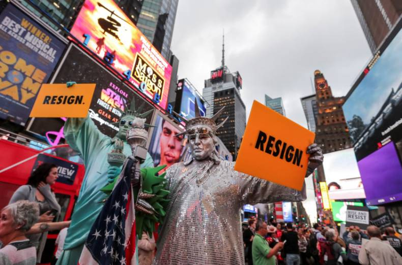 copy-of-2017-09-19t080638z-759373635-rc12366db400-rtrmadp-3-usa-trump-protests