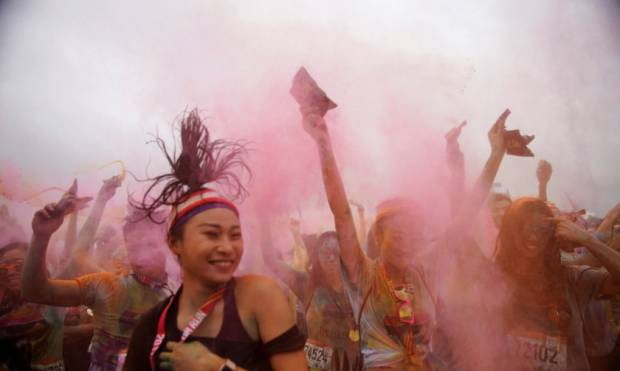Thousands take part in Shanghai color run