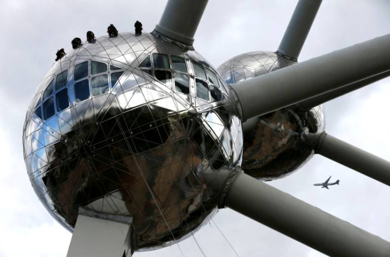 copy-of-2017-10-04t081316z-241018336-rc1bea510280-rtrmadp-3-belgium-atomium-cleaning