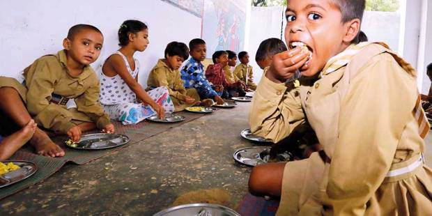 How free meals fight classroom hunger in India