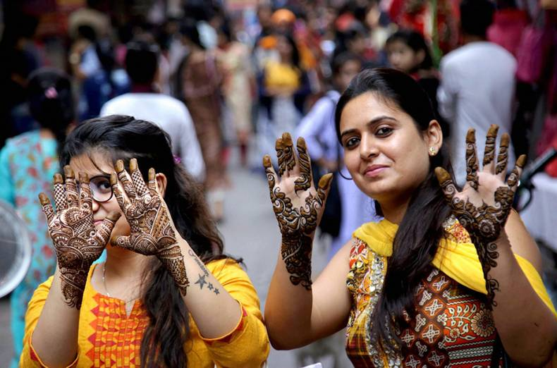 women-show-their-hands-decoarted-with-henna-on-the-eve-of-karva-chauth-festival-in-jammu