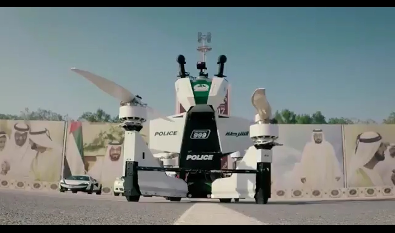 With a pilot, the Dubai Police hoverbike can fly for up to 25 minutes, move up to 70 kph (43mph) and