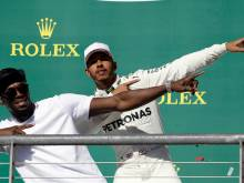 Hamilton wins in US to close on F1 title