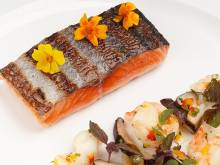 Recipe: Salmon with mushrooms and prawns