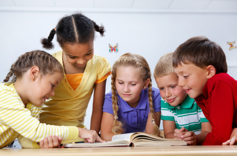 RDS 171114 KIDS READING BOOKS1